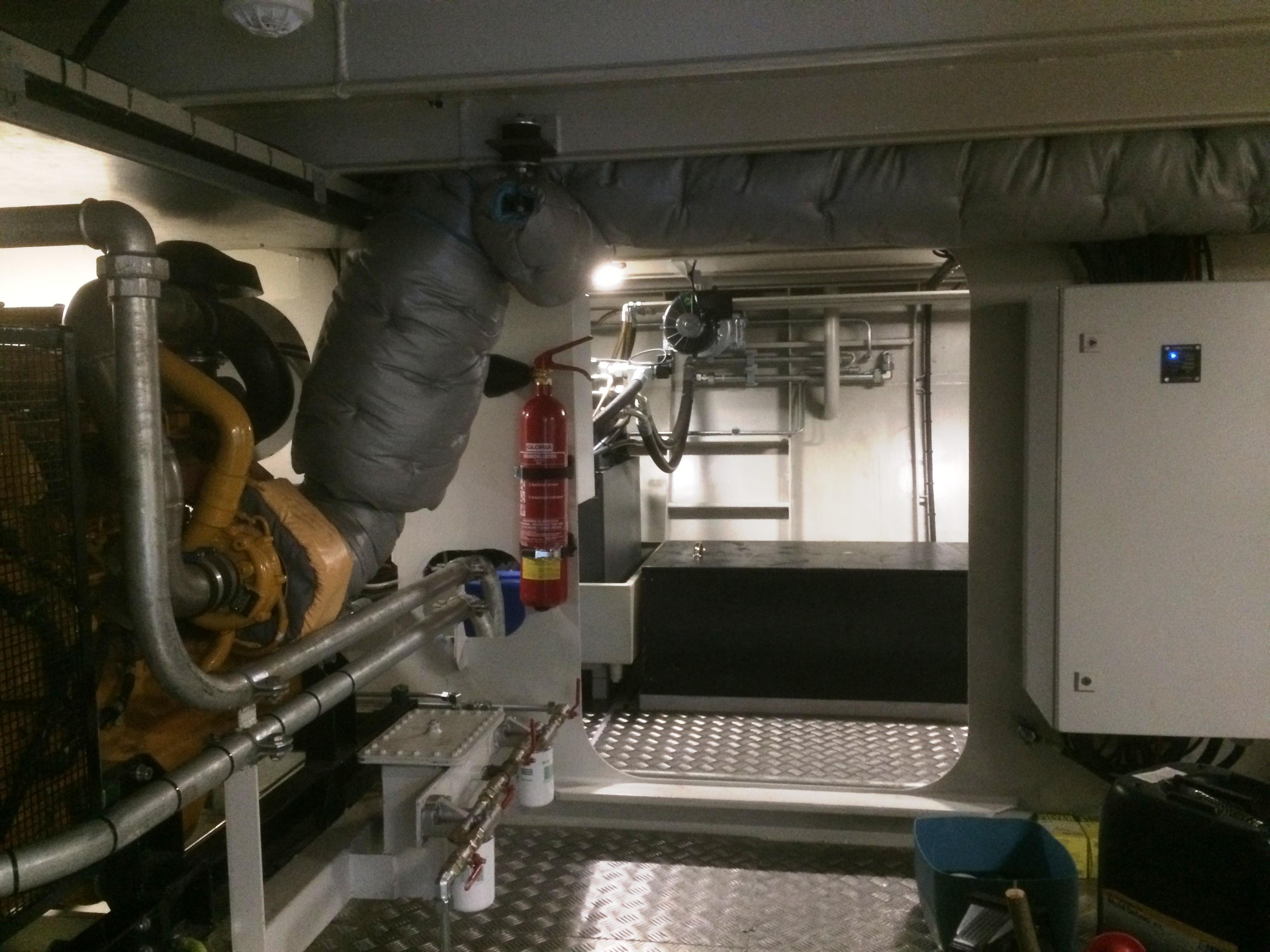 Een kijkje in het motorruim met de John Deere voortstuwingsmotor