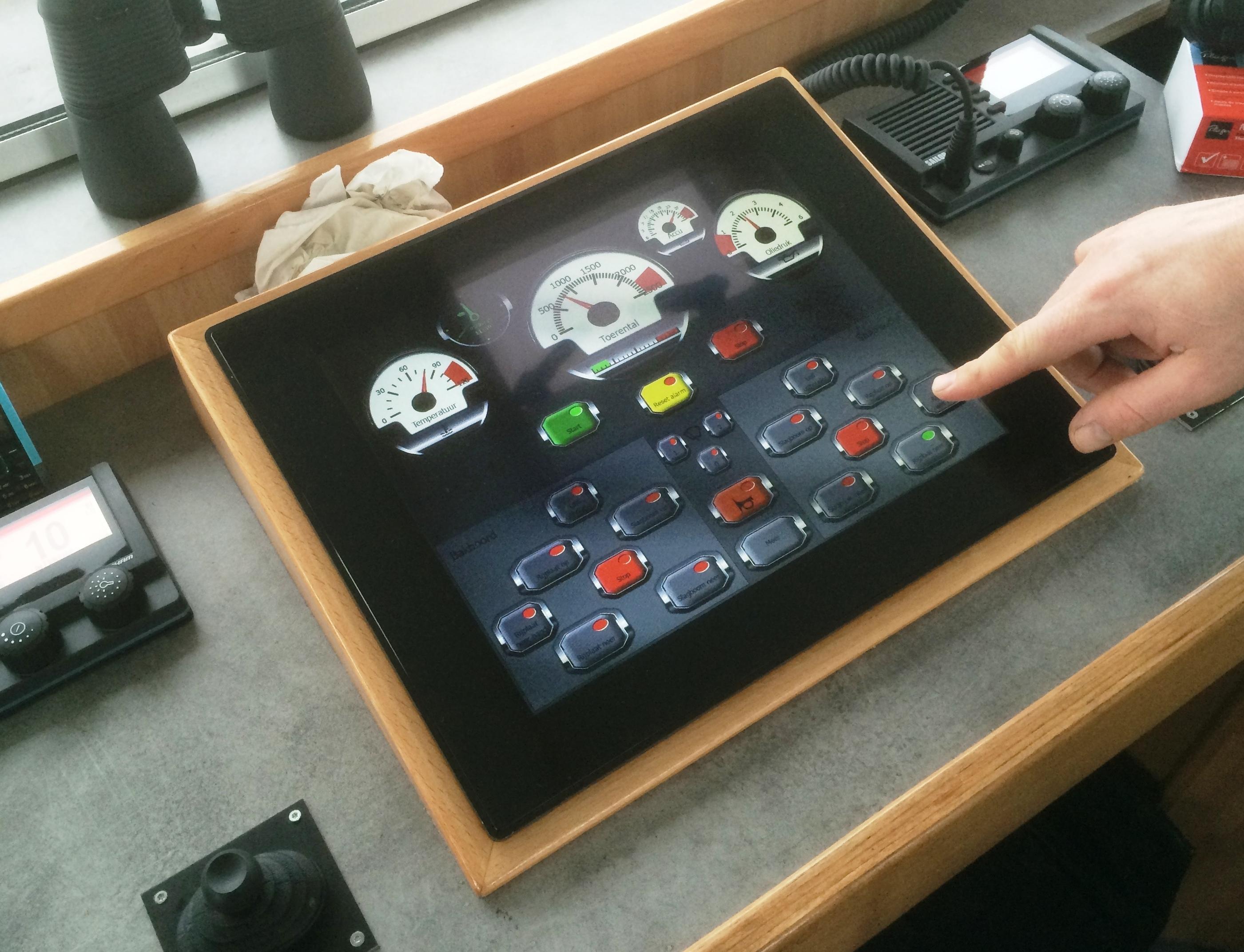 Vanuit de stuurhut is alles te bedienen via één overzichtelijk touchscreen.